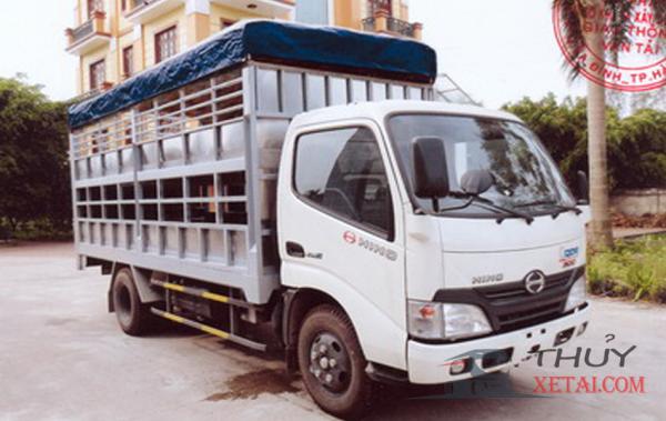 Xe tải Hino 1.9 tấn thùng bửng chở gia súc