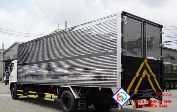 Xe tải Hino FG8JPSU 6 tấn thùng kín gắn bửng nâng